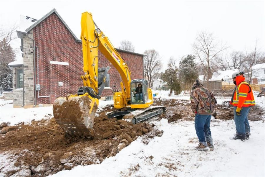 Choosing to purchase the smaller, more nimble KOBELCO 260SR is a case in point for gaining profitable new demolition and site prep work for RoadEx.