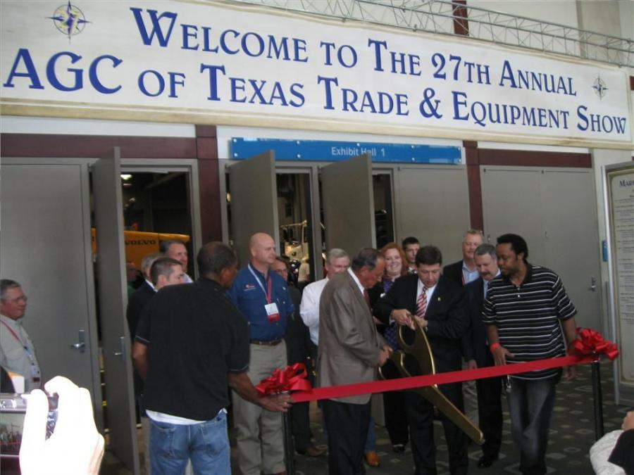 Larry Johnson (center L), president of the AGC of Texas, and Congressman Bill Schuster cut the ribbon to officially open the 27th Annual AGC of Texas Trade and Equipment Show.