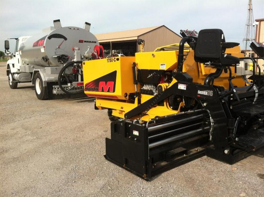 A Mauldin 1750-C paver and PS2000 distributor were on display.