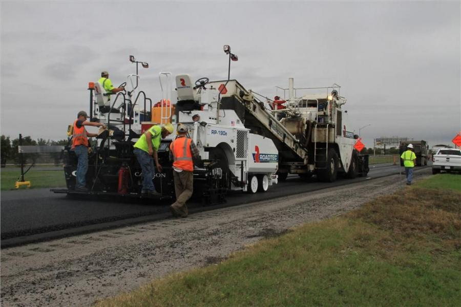 One of Chester Bross's first jobs running the new paver was a 14-mi. (22.5 km), four-lane stretch of I-55 in Scott County, Mo., near the city of Sikeston.