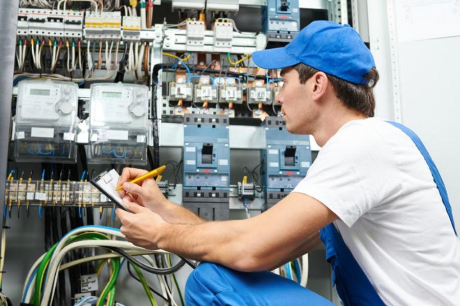 To work as an electrician in California, you must be a state certified electrician, an apprentice in a state- approved program or an electrician trainee actively enrolled in a state-approved school.