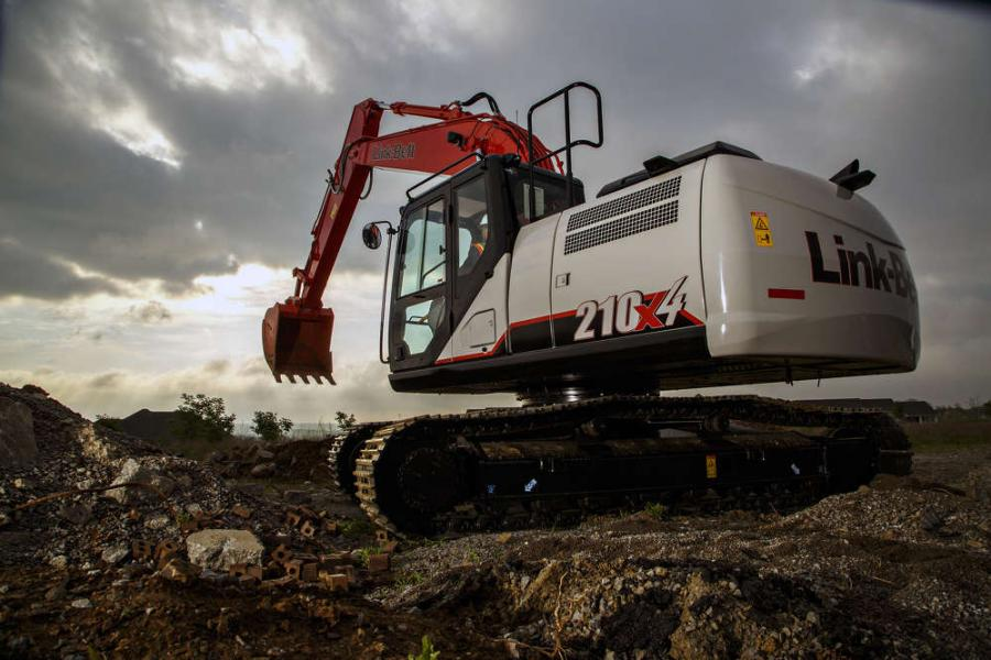 The mid-size 210 X4 is easy to transport and nimble enough to take on a variety of tasks, such as excavating foundations, placing pipe, stockpiling overburden, trenching, road building and truck loading.