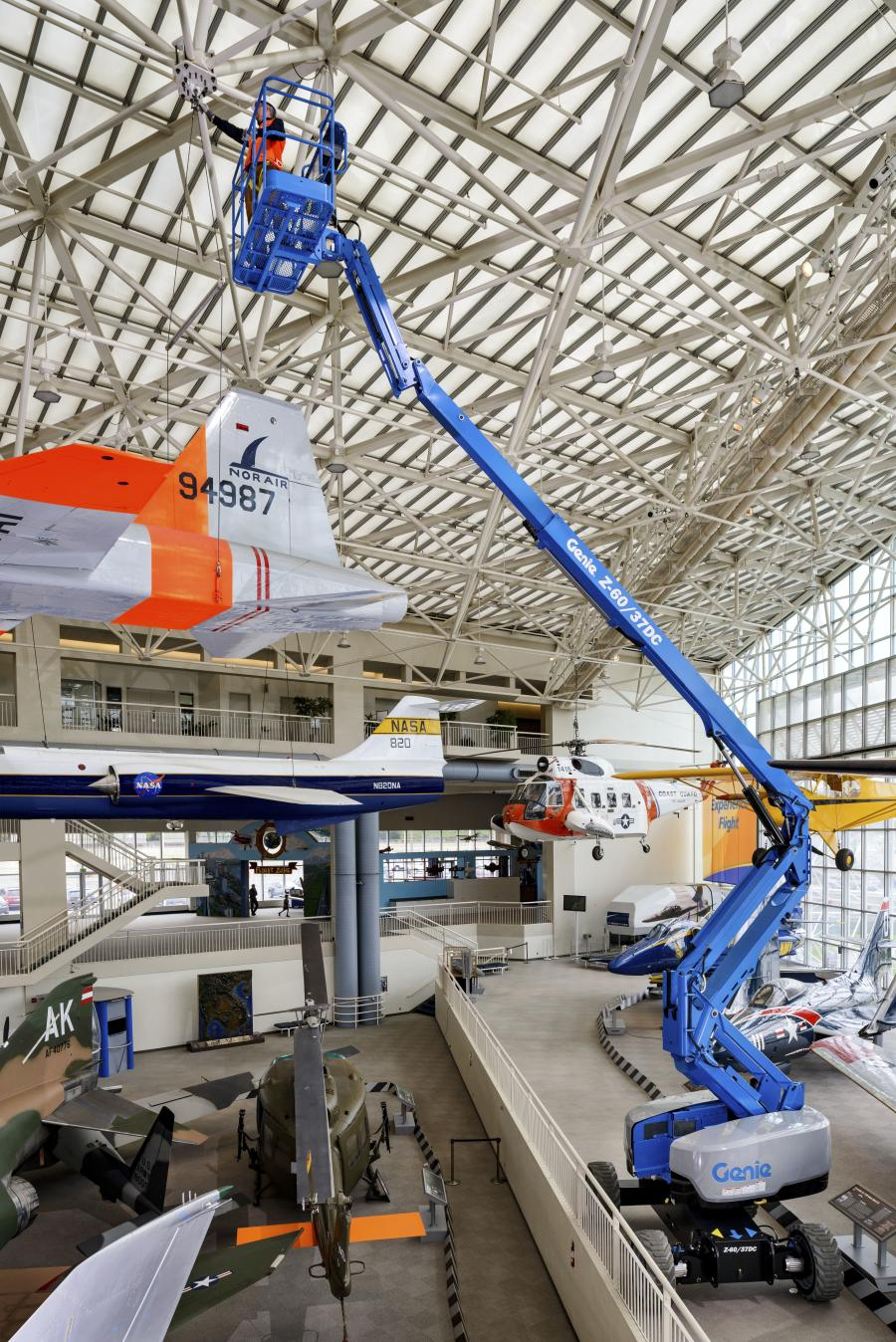 Offering the advantages of zero emissions and full workday operation on just one charge, the new all-electric Genie Z-60/37DC boom is ideal for indoor and outdoor applications, such as industrial plants, malls, convention centers and construction sites.