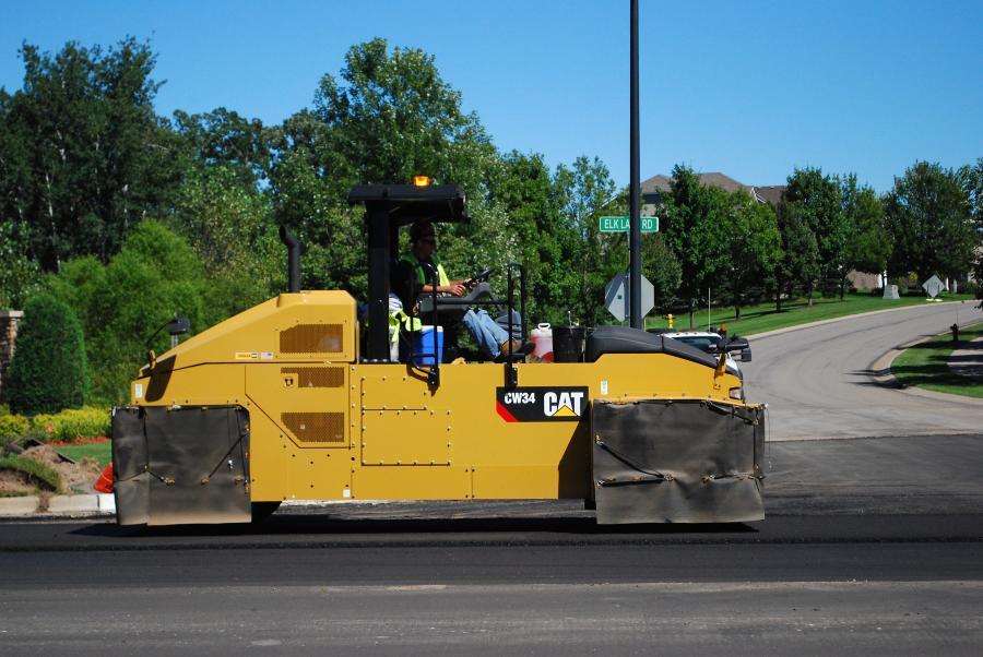 The CW34 is an eight wheel roller with an operating range from 9 to 29 tons.