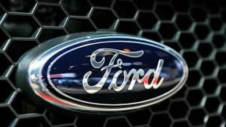 Ford Motor Co. plans to build a new $1.6 billion auto assembly plant in Mexico, creating about 2,800 jobs and shifting small-car production from the U.S. at a time when moving jobs south of the border has become a major issue in the U.S. presidential campaign.