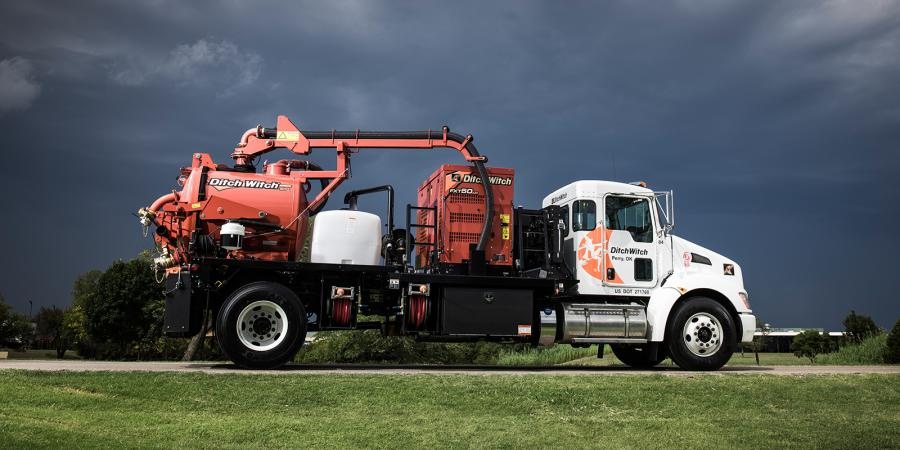 All three Ditch Witch FXT Air models use a PTO-driven air compressor for efficient power transfer and nonstop productivity. The efficient filtration system utilizes a cyclonic separator to remove fine particles before reaching sensitive components in the vacuum system.
