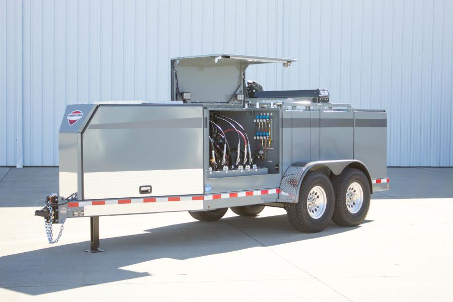 The new SLT features a modular tank design that is capable of holding 440 gal. (1,666 L) of fluid in up to eight tanks. This can include tanks for diesel fuel, oil delivery (engine or hydraulic), used oil reclamation, grease delivery, antifreeze, DEF and other fluids based on field maintenance needs.