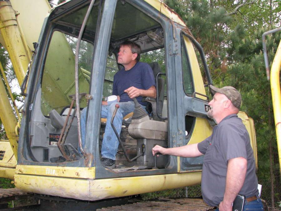 Tony Greene (L) and James Gray, both of Gray Service Center, Galax, Va., check the hydraulics of a Komatsu PC200.