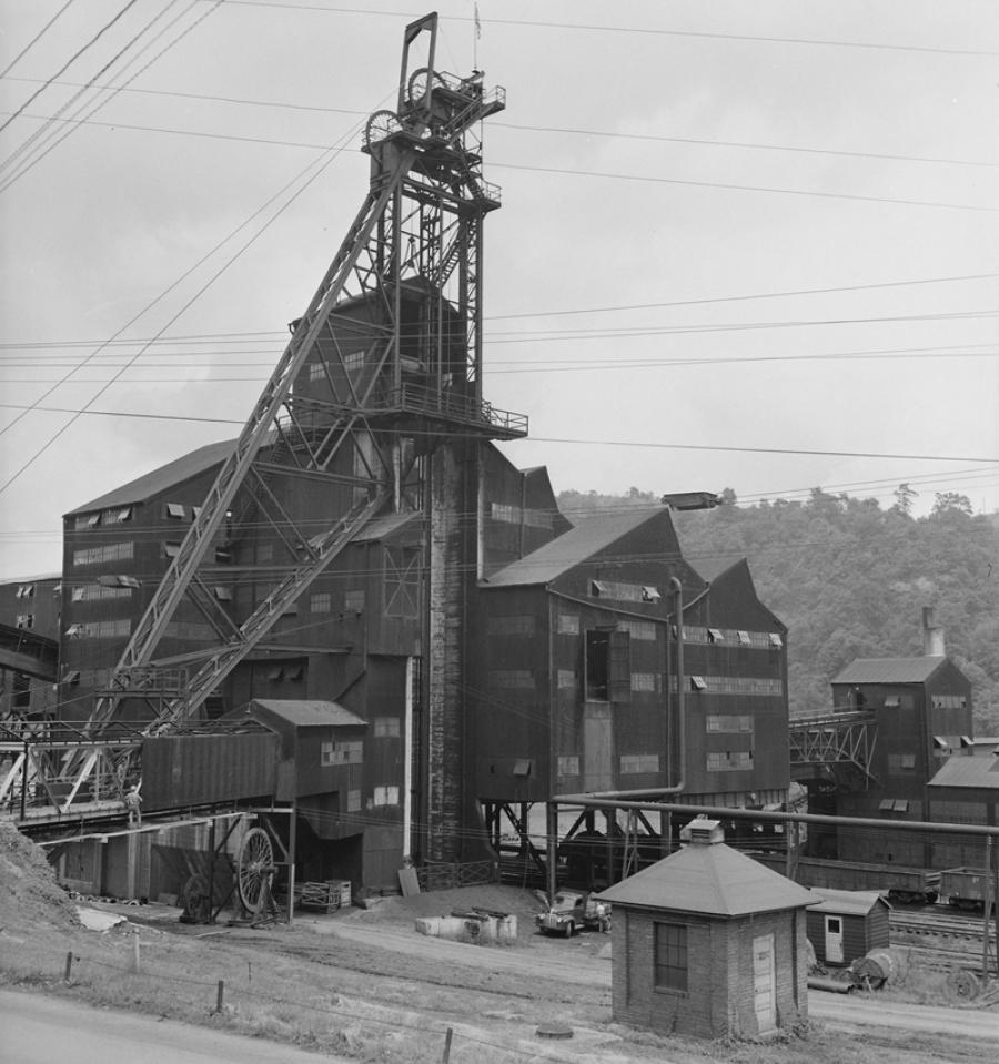 Tipple of mine, Buckeye Coal Company, Nemacolin Mine, Nemacolin, Greene County, Pennsylvania.