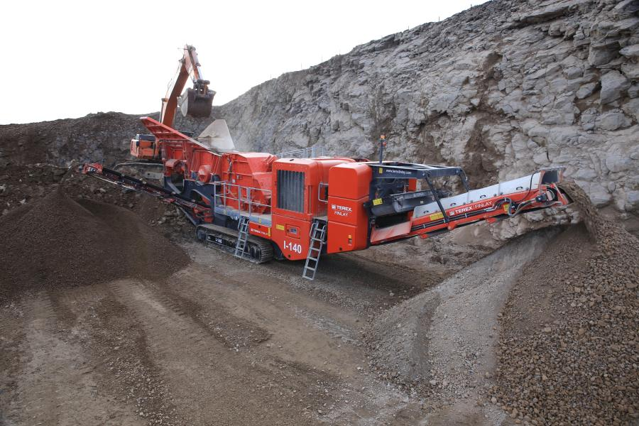 The machine features an advanced electronic control system that monitors and controls the speed of the rotor and regulates the heavy duty vibrating feeder (VGF) with integrated pre-screen to maintain a consistent feed of material into the impact chamber for optimal crushing conditions.