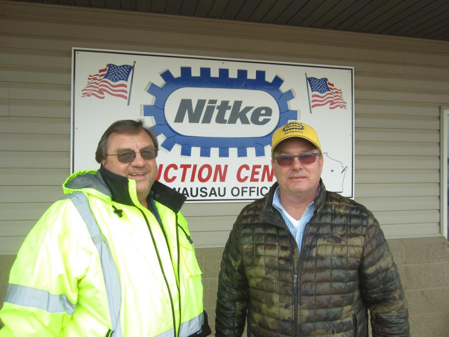 Prior to the start of the sale, Glenn Hewitt (L) of Northeast Asphalt stops by to speak with Leo Krivickas of Nitke auctions.