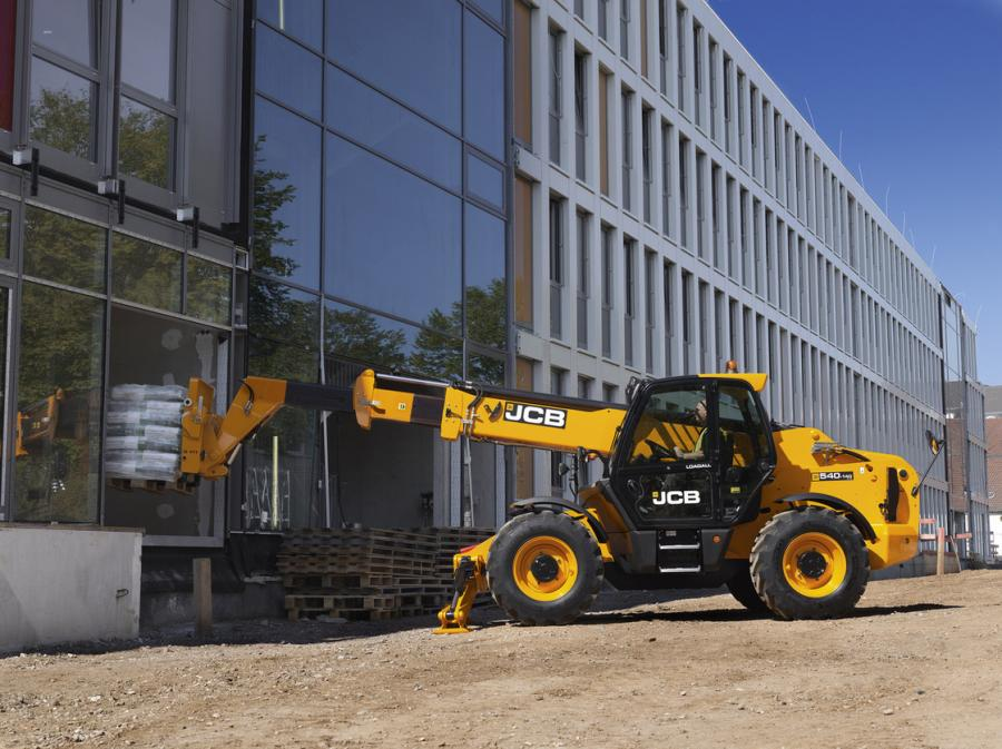 The 540-140 Hi Viz offers a nearly 8,500-lb. (3,855 kg) maximum lift capacity with a maximum lift height of 44.2 ft. (13.4 m) on wheels, or 45.2 ft. (13.7 m) when using stabilizers.