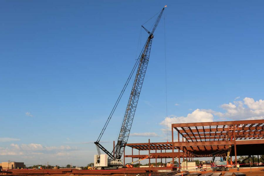 Offering a maximum system length of 376 ft. (114.6 m), the Terex HC 285 lattice boom crawler crane comes with a maximum 103.5-ton (94 t) upper and 28-ton (25.4 t) car body counterweight package to offer a 285-ton (258.5 t) lift capacity at a 16-ft. (4.9 m) radius.