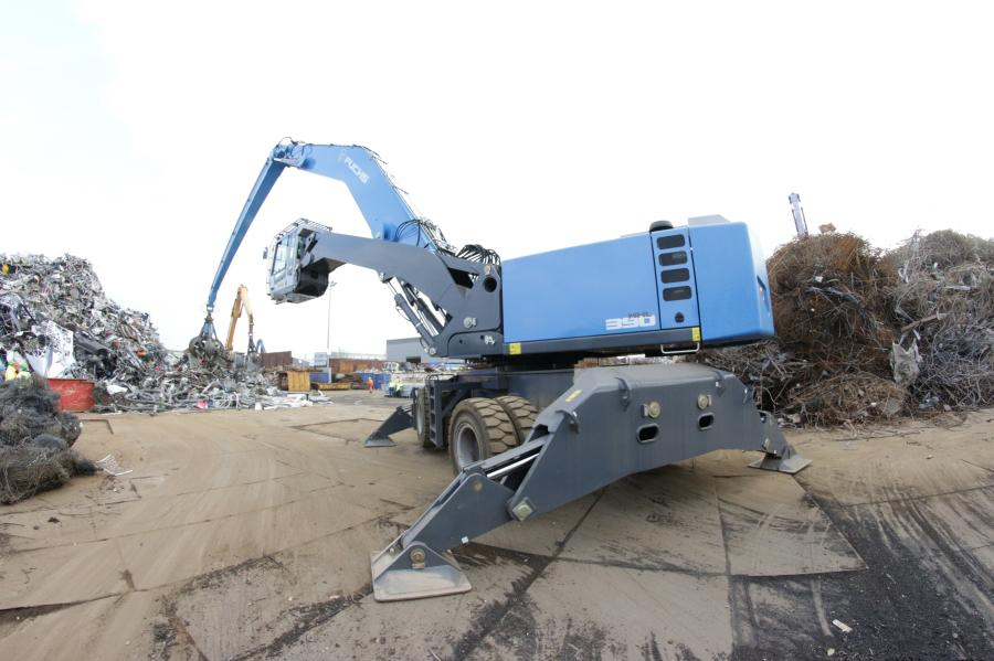 Whether moving coal, grain, logs, scrap or big bags, a variety of attachments can be effortlessly exchanged via a quick-attach coupling for fast and efficient material handling.