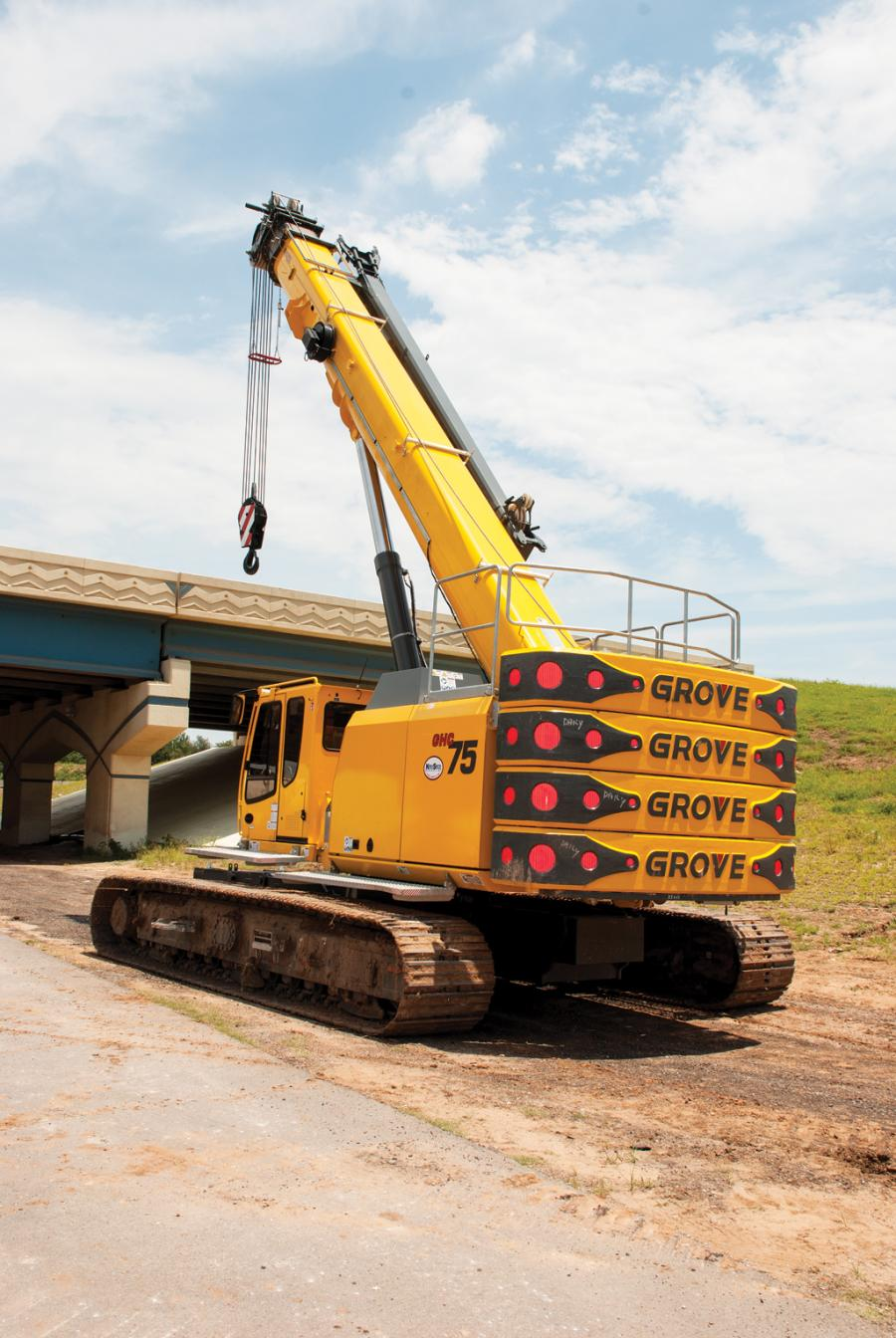 Manhattan Road & Bridge uses a Grove GHC75 rented from Kirby-Smith Machinery for drilled-shaft installation. The 70-ton-capacity crawler features a robust, four-section main boom that extends from 36 to 118 ft. (11 to 36 m) and can telescope under load.