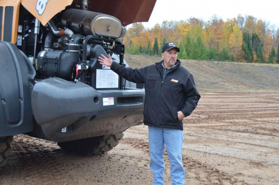 Jeff Jablonski, Tomahawk product promotion specialist, goes over the features of the Tier IV Final FPT F4HFE613 engine in the 821G wheel loader.