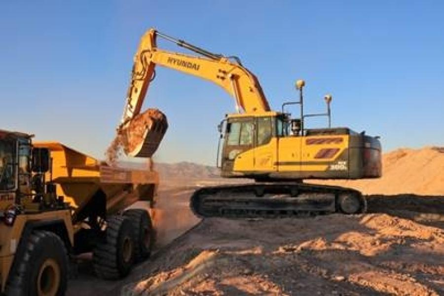 During the three-day Trimble Dimensions event at the Venetian and Sands Expo Center, Hyundai displayed four Trimble-equipped machines, including three that performed live demonstrations in an outdoor exhibit area.