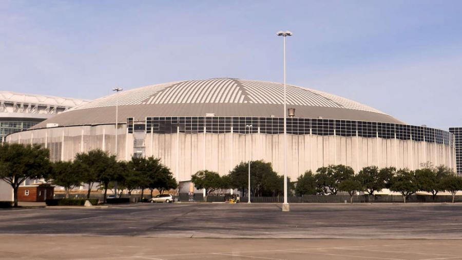 The dome has been vacant for 17 years and the Houston Chronicle reported that officials want to make it suitable for festivals, conferences and commercial uses across more than 550,000 sq. ft. (51,097 sq m) of air-conditioned space. Image courtesy of Eric Enfermero.