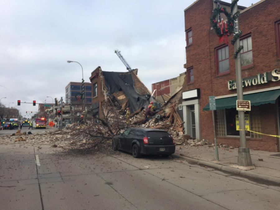 A construction worker died following  the collapse of a building in Sioux Falls.