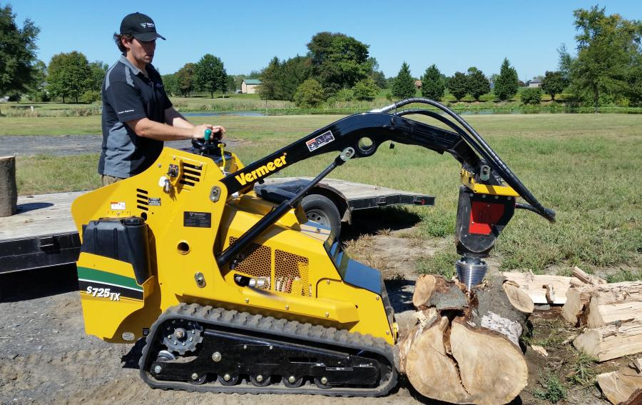 Eric Ransome demonstrates the Black Splitter mounted on a Vermeer S725TX mini-skid steer at a recent onsite demonstration.