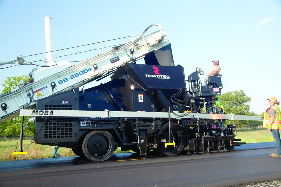 The 32,360 lb. (14,678 kg) machine is designed to be a low-maintenance, completely gravity-fed paver specifically for operating in conjunction with a Roadtec shuttle buggy material transfer vehicle.