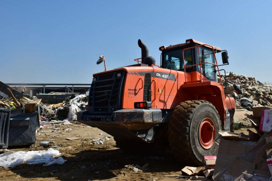 The Doosan DL420-5 offers comfort, reliability simple maintenace and fuel effeciency.