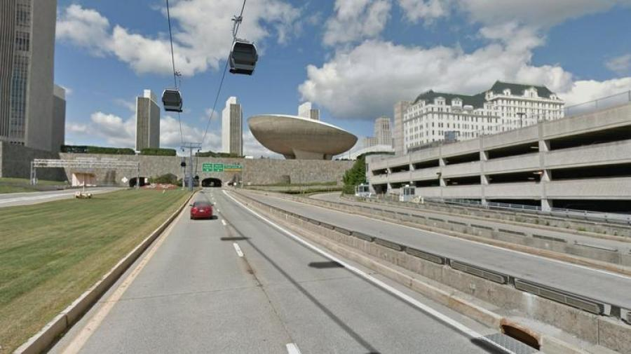 Gondolas would run from the Amtrak station in Rensselaer to downtown Albany. http://url.ie/11nk0