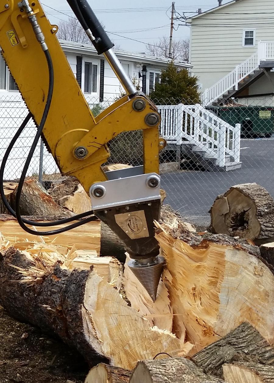 Black Splitter S2X 800 wood splitting attachment.