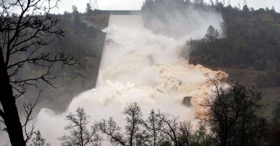 Oroville Dam, California. http://url.ie/11omw