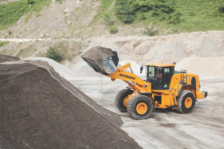 Hyundai HL965 full bucket.
