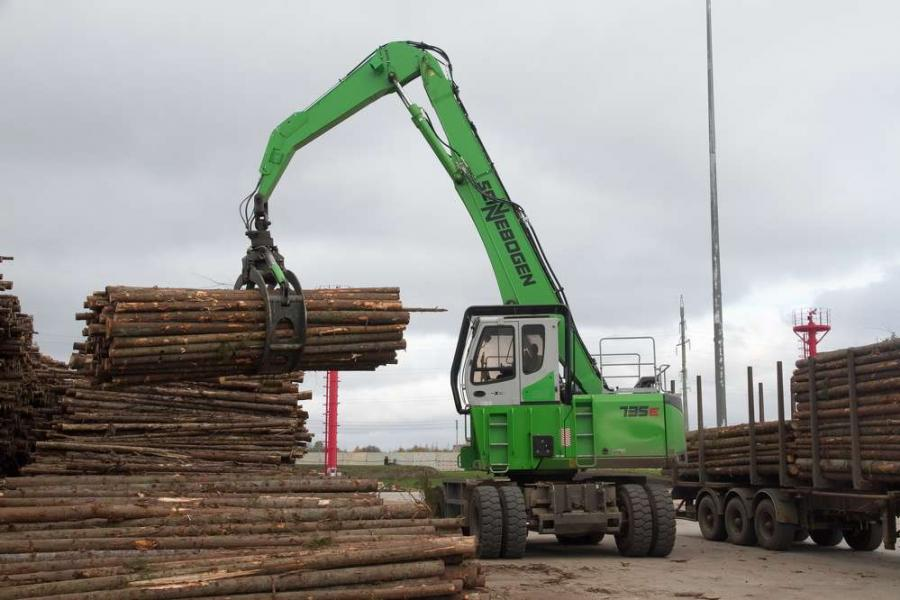 One of three such units working in the Russian log yard, this Sennebogen 735 material handler unloads a truck at the Modern Lumber Technologies plant.