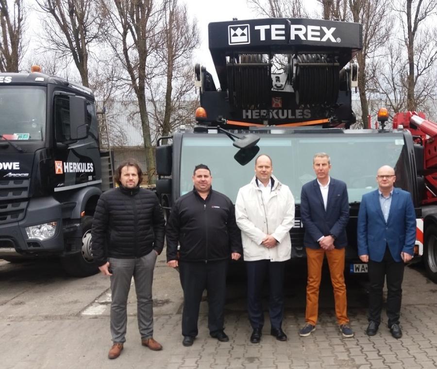 Heiko Ewig, Andreas Schramm, Carsten von der Geest (Terex Cranes), Tomasz Kwiecinski, Krzysztof Olenski (Herkules photo)