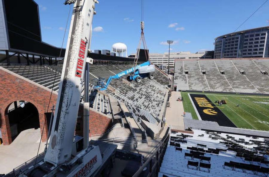 The AC 350/6 crane was used to hoist equipment into the stadium for a benefit concert.