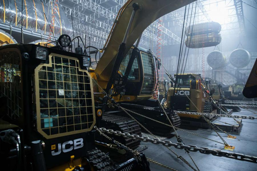 JCB skid steer loaders, Loadall telescopic handlers and JS excavators were used for the film.