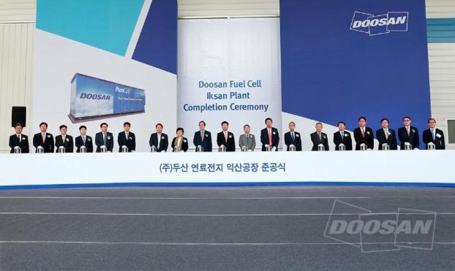 Attendees pose for a photo at the Doosan Fuel Cell Iksan Plant Completion Ceremony. From left to right: Yoonsuk Lee; Hyunsoo Dong; Doohyung Ryu; Myungseok Ko; Dongseob Kim; Jaeyoung Koh; Hun-Yul Jeong; Baesook Ch; Hajin Song; Jitaik Chung; Hyunsoon Lee; Hyungrak Chung.