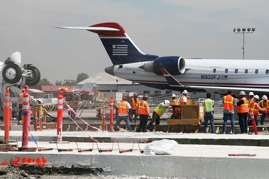 Analysis, conducted by ARTBA, found that current airport construction funding levels are only half of what is needed to make safety improvements and help reduce runway congestion. (commons.wikimedia.org photo)