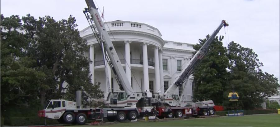Two Link Belt cranes were spotted in front of the White House this week as crews began construction work on both the interior and exterior.