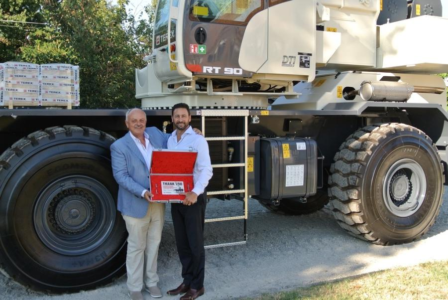 In a special handover ceremony, Techno-Gru SRL received its first Terex RT 90rough terrain crane.