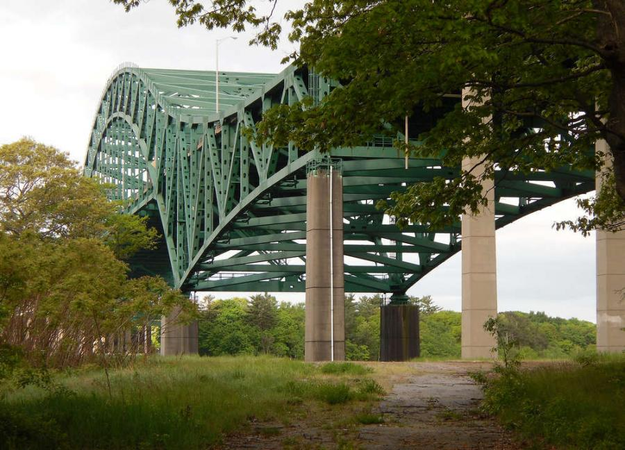 The Piscataqua River Bridge  is a cantilevered through arch bridge that crosses the Piscataqua River, connecting  Portsmouth, N.H.,  with Kittery,  Maine. (Doug Kerr  photo)