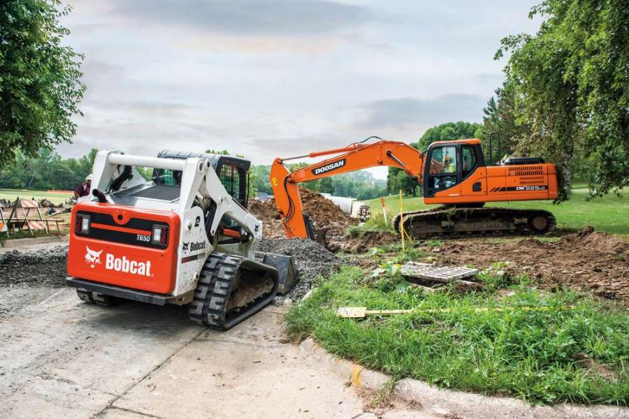 A Bobcat T650 compact track loader helps Thompson Construction to backfill materials on construction sites.