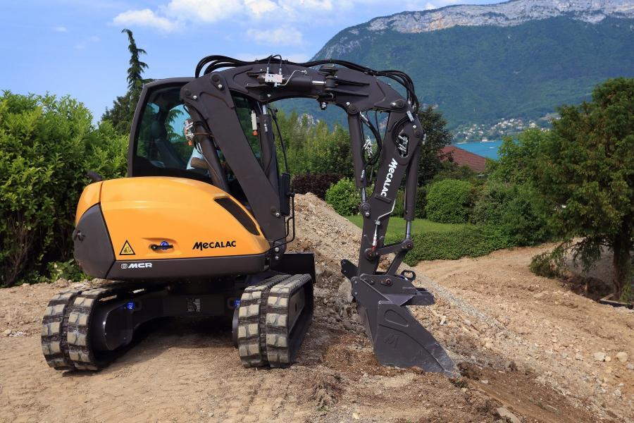 The MCR can fully rotate while carrying a load up to 40 percent of its own weight. It also adapts well to unstable surfaces, can work on platforms in loader mode and gives the operator a 360-degree view of the surroundings.