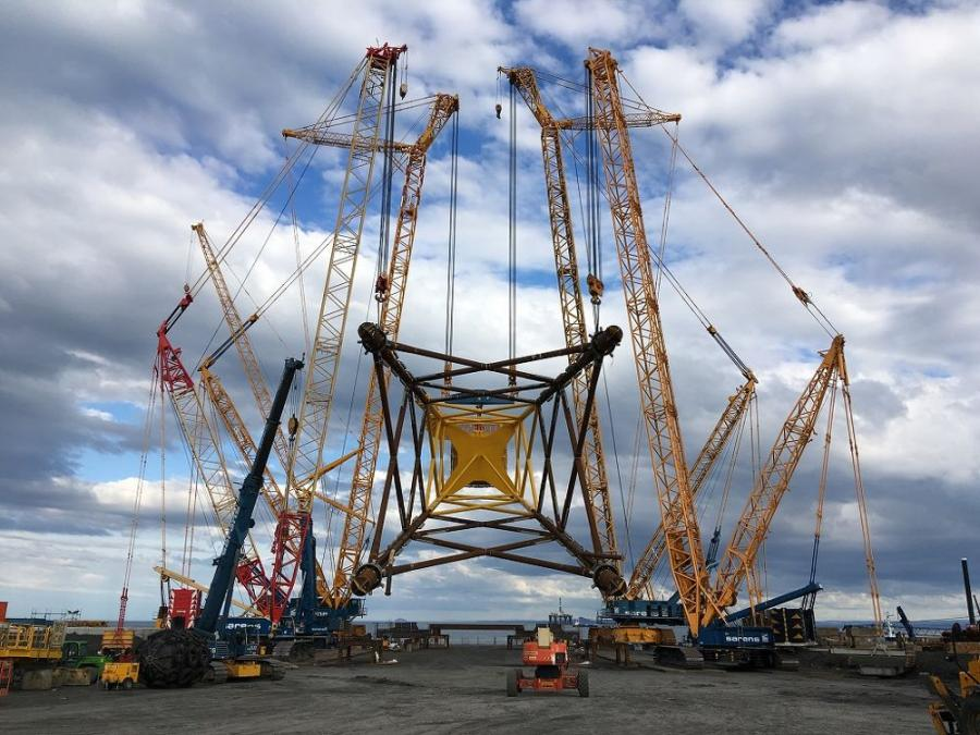 For the delicate task of lifting jacket substructures into their vertical position, Sarens relied on four of its most trusted pieces of crane equipment.