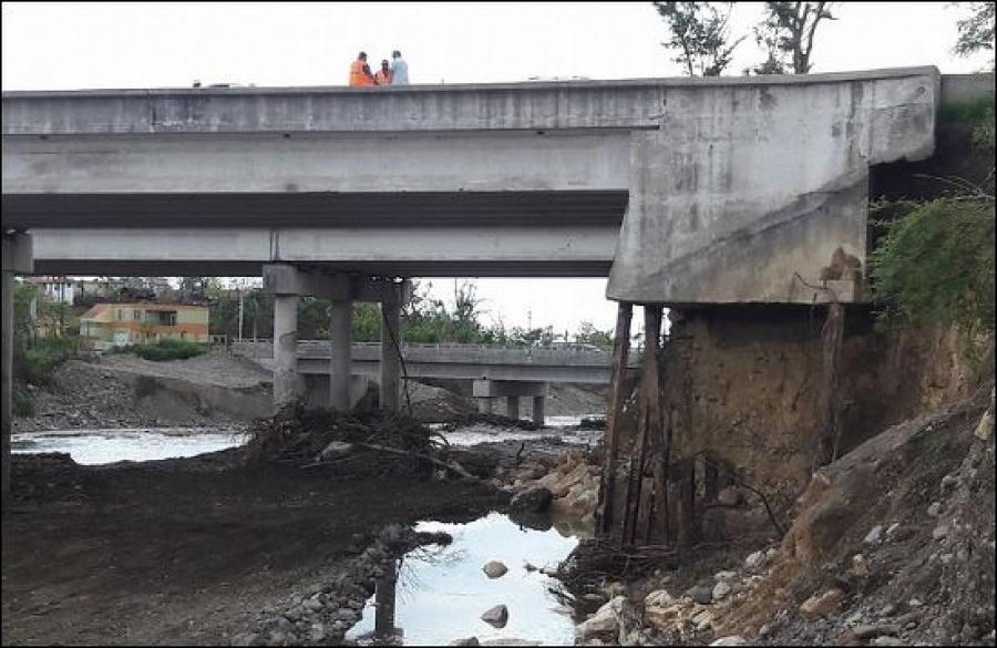 Some bridges suffered scouring that damaged support structures. Image/Puerto Rico DTOP