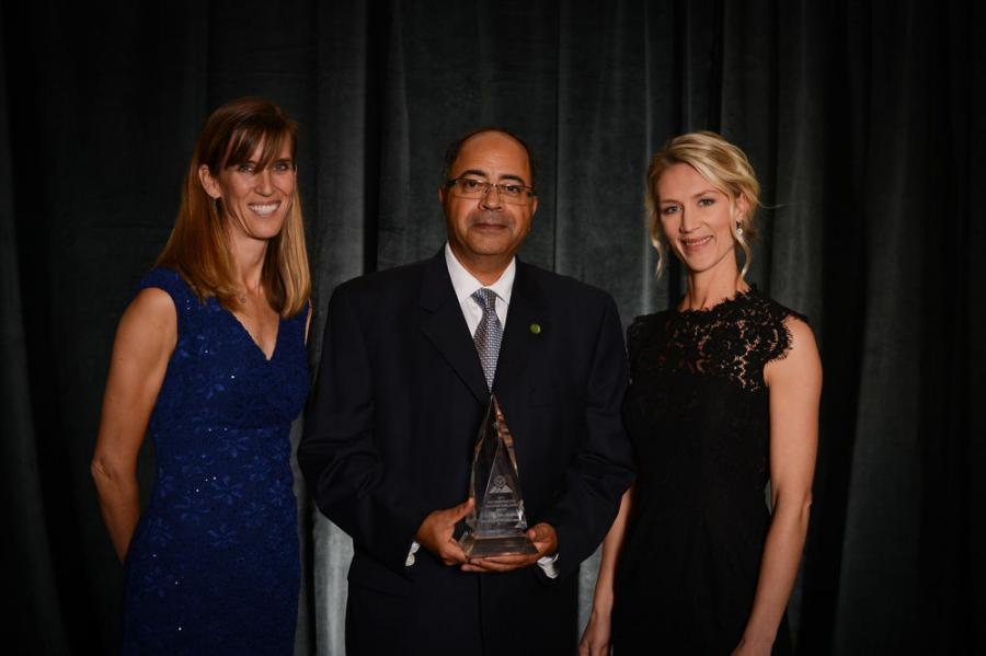(L-R): Anna Fontana, Mostafa Khattab and Jen Fyhrie accept the AGC ACE Construction Education Award.