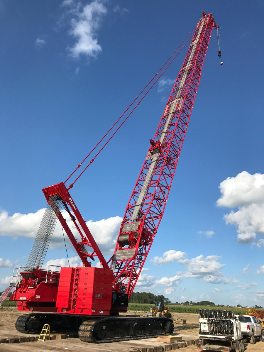 One North American construction company that works in the renewable energy sector discovered the time-saving and logistical benefits of using a Manitowoc MLC300 with fixed-position counterweight (FPC) to construct wind towers.