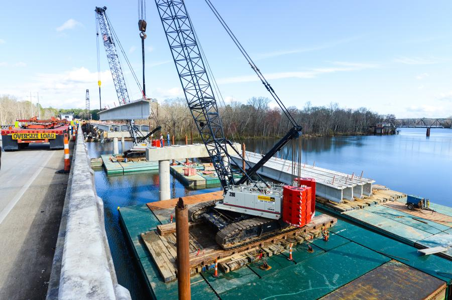 Only half of the 500-ft.(152.4 m)-wide river could be blocked off at one time during construction with barge platforms. The two Link-Belt's efficient footprint allowed for greater river width, and also eased the logistics of barge placement