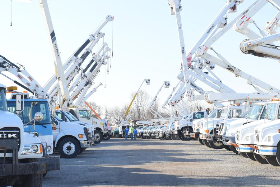 The consolidated construction equipment and Utility fleet auction featured a wide array of truck-mounted knuckleboom and telescopic cranes.
