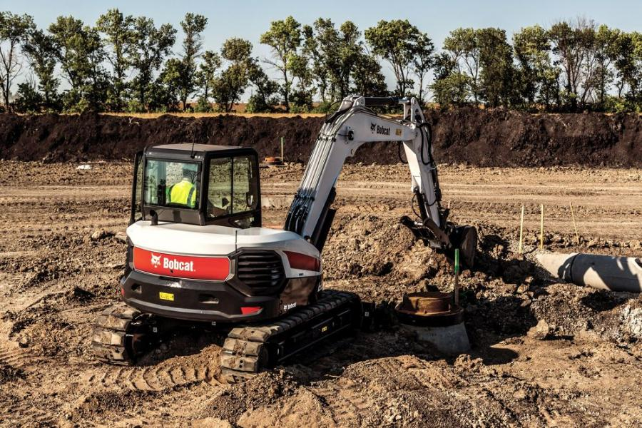 The E85 has been redesigned with performance, uptime protection and operator comfort in mind, and features the same bold, distinct design and other cab upgrades as the E32 and E35 R-Series compact excavators that were introduced in 2017.