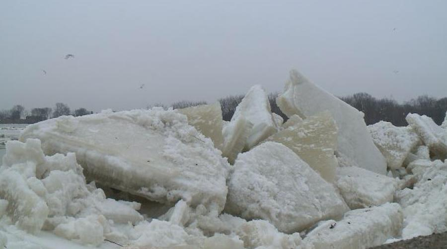Authorities in eastern Ohio are watching for hazardous ice jams on the Muskingum River.