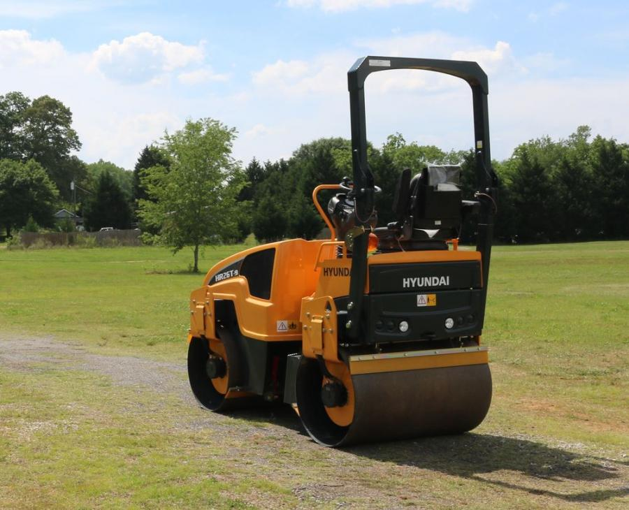 The Hyundai HR26T-9 tandem-drum compaction roller has an operating weight of 6,400 lb. (2,900 kg) and drum width of 47 in. (120 cm). A Deutz D 2011 L2 I diesel engine rated at 31 hp (23 kW) powers the HR26T-9.